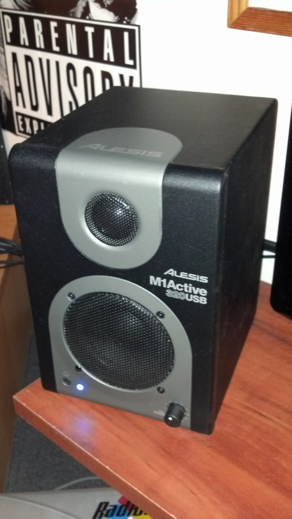 Alesis M1 Active 320 USB Powered Monitor Speakers 5