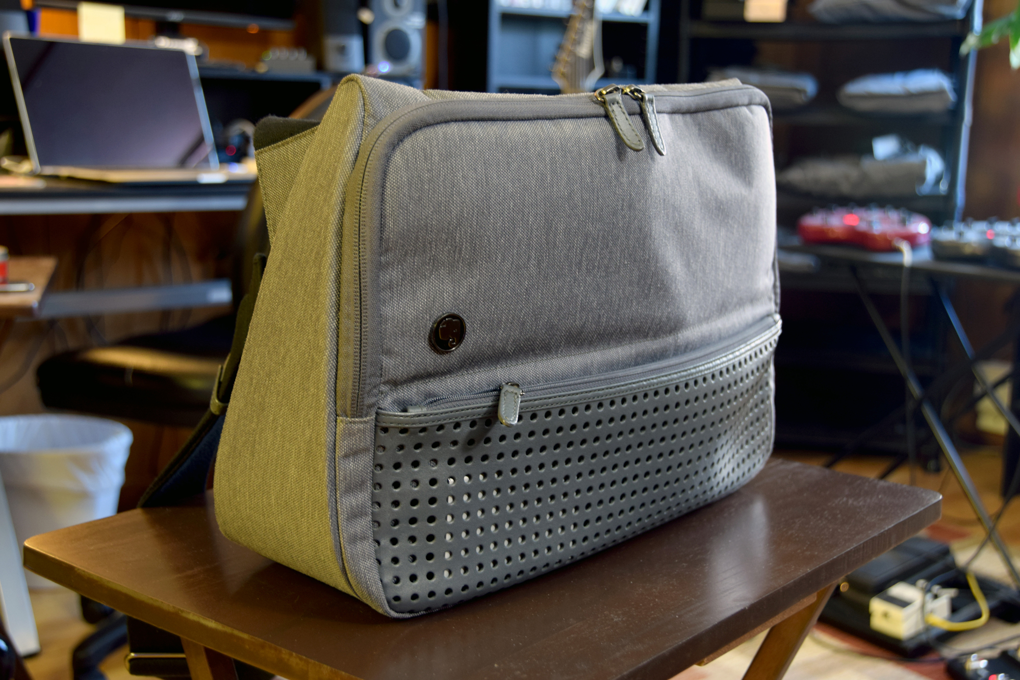 My Review The Evernote Triangle Commuter Bag Mr Best Reviews Hands On Product